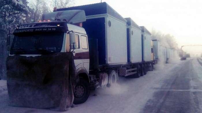Замерзающие дальнобойщики рассказали о попытках МЧС нажиться на них