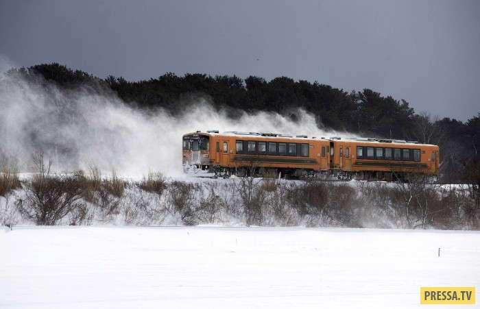 Старинный поезд в Японии (14 фото)