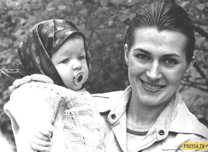 Известная советская актриса Галина Логинова и ее дочь Милла Йовович (19 фото)