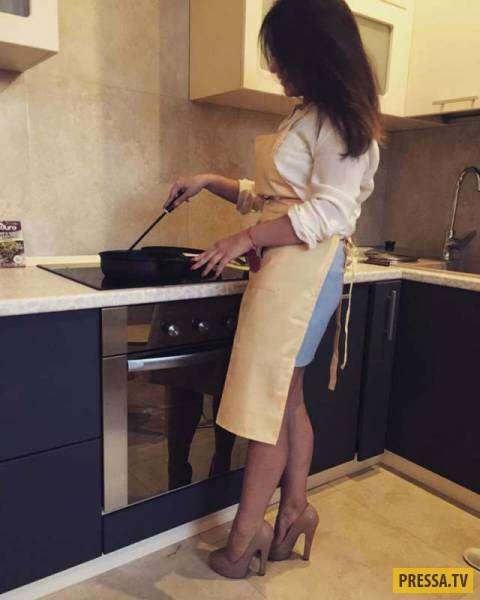 Красивые девушки на кухне (53 фото)