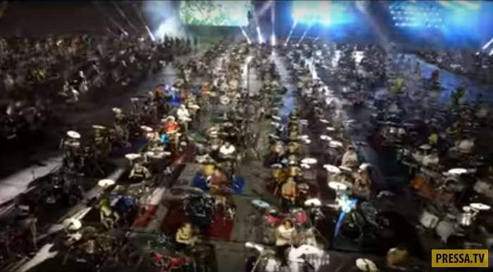 1000 музыкантов одновременно исполняют Smells Like Teen Spirit