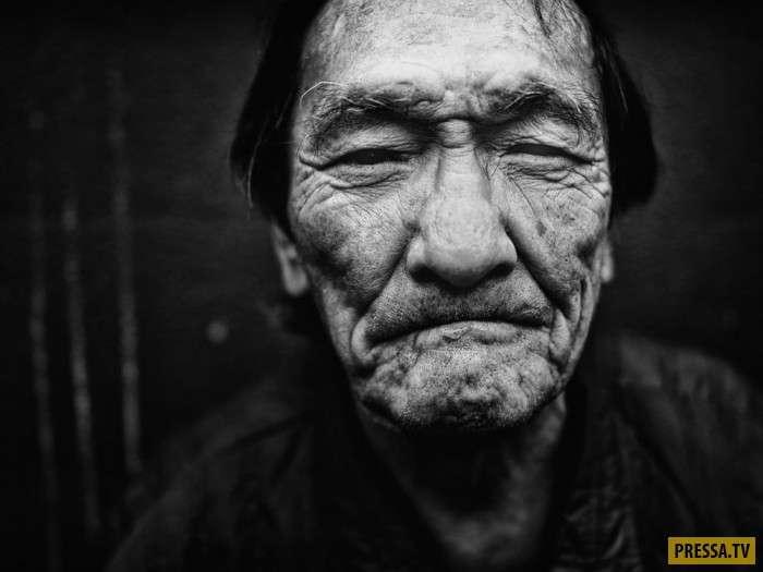 Выразительные фотопортреты бездомных японцев с улиц Токио (23 фото)