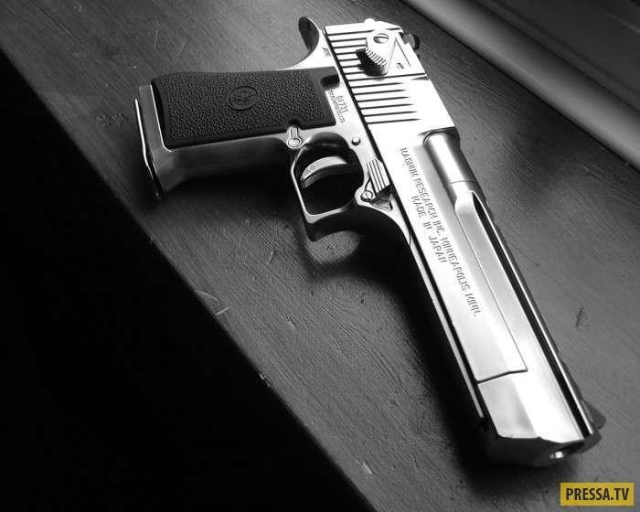 Пистолет-монстр, который годится только для кино (18 фото+2 видео)
