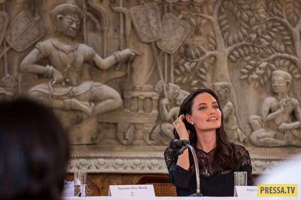 Анджелина Джоли в Камбодже (10 фото)