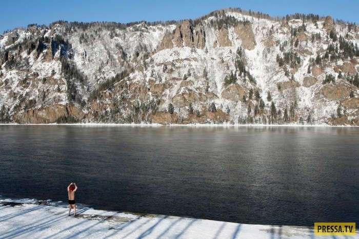 Одни и те же места, но в разное время года зимой и летом на Енисее (14 фото)