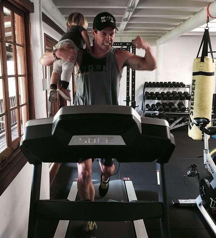 Крис Хемсворт - не только звезда, но и прекрасный отец!