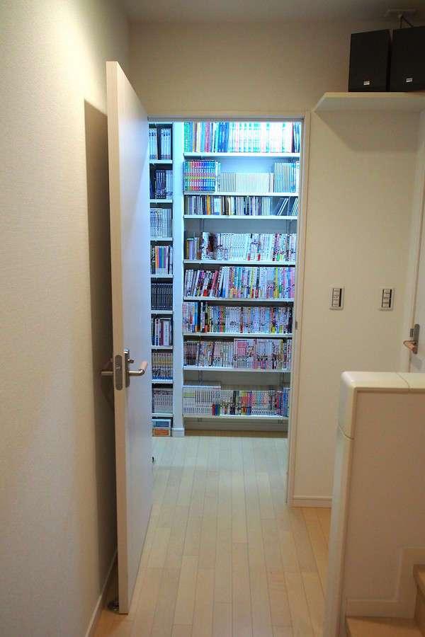 Владелец японского магазина видеопроката похвастался своей огромной коллекцией