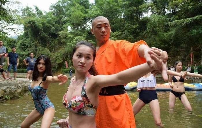 Красота и мастерство Шаолиня: Китайские спасатели в бикини