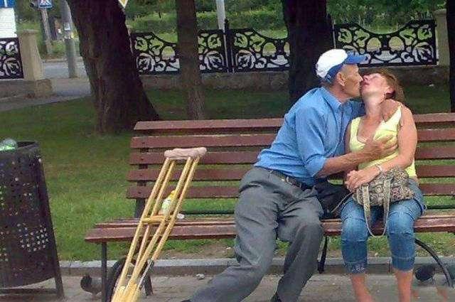 Со всеми этими забавными парочками любовь в буквальном смысле витает в воздухе