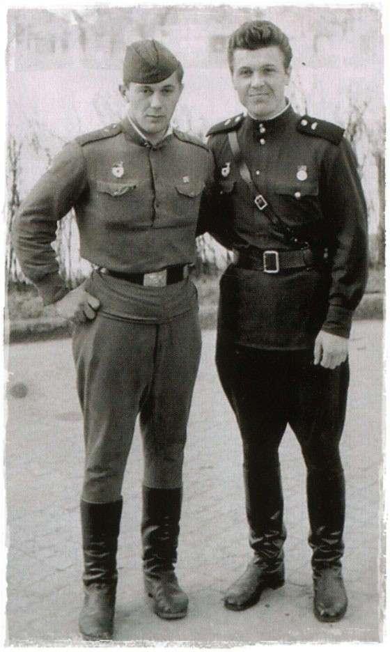 Кто из знаменитостей отслужил в армии, а кто сачканул?