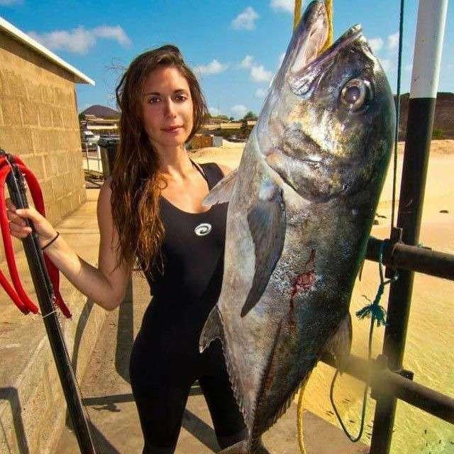 Валентин Томас - самая сексуальная рыбачка инстаграма