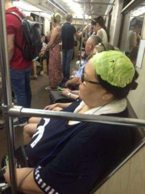 Странные и необычные пассажиры в метро (24 фото)