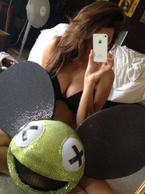 Сексуальные селфи девушек из соцсетей (25 фото)