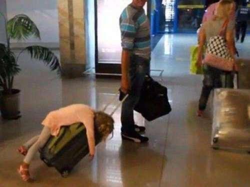 Прикольные картинки из аэропортов (29 фото)