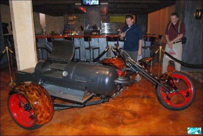 Барбекю готовим на мотоцикле (6 фото)