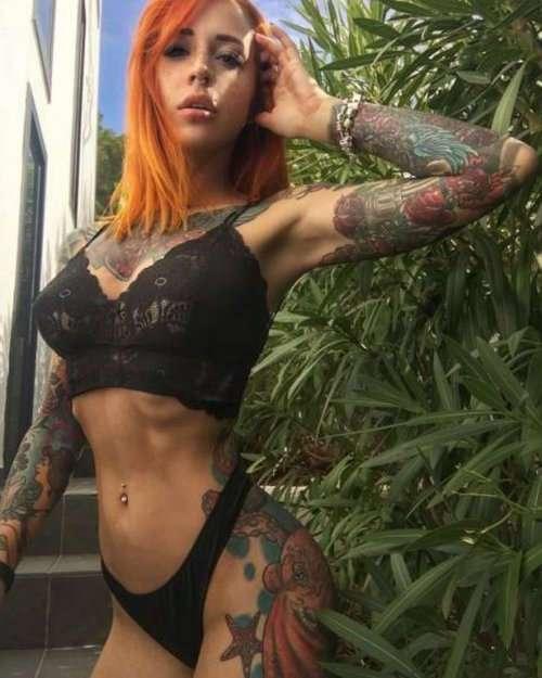 Соблазнительные девушки с татуировками (25 фото)