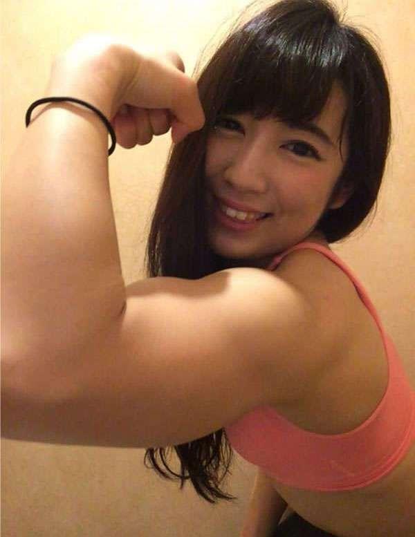 Милая бодибилдерша из Японии (18 фото)