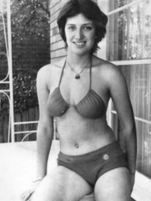 «Девушка в красном бикини»: история официантки, удравшей из СССР вплавь