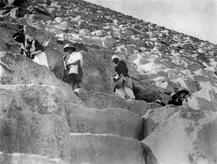 Пикник на пирамидах: туристы в Гизе времен британской оккупации