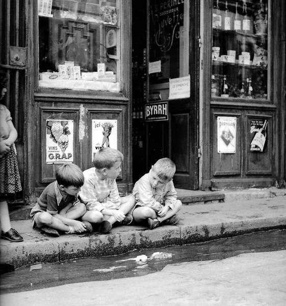 Времена, когда айпадов еще не было, а дети играли на улице