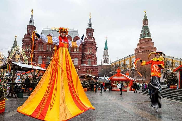 Блины с щучьей икрой и реконструкция кулачных боев на фестивале -Московская Масленица-