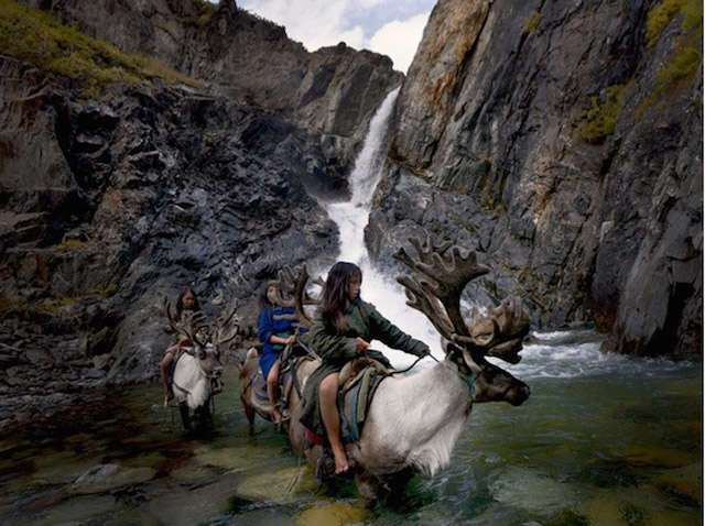 -Мы поедем, мы помчимся на оленях утром ранним-