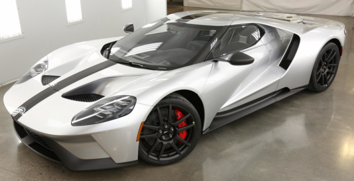 Новый спорткар от Ford из углеродного волокна и суперпрочного стекла