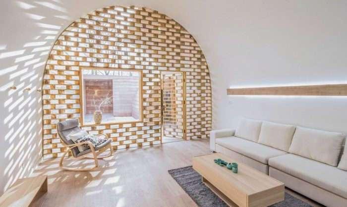 Реконструкция пещерного дома: из ветхого жилища в стильный особняк