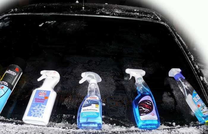 Как быстро и эффективно очистить лед со стекла автомобиля, используя подручные средства