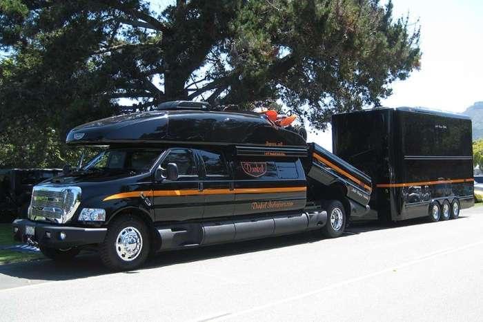Самый большой в мире пикап Ford, в котором может разместиться мини-гостиница