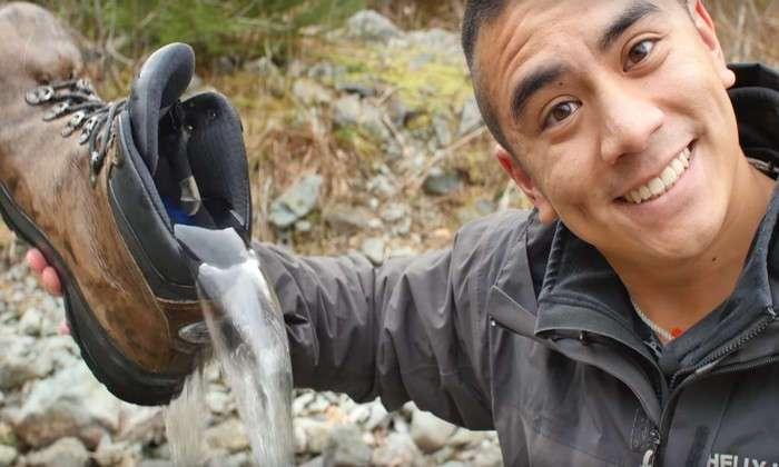 В диких условиях: как высушить обувь в походе