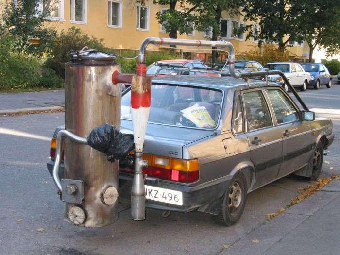Вместо бензина: украинец перевел свой автомобиль на дрова