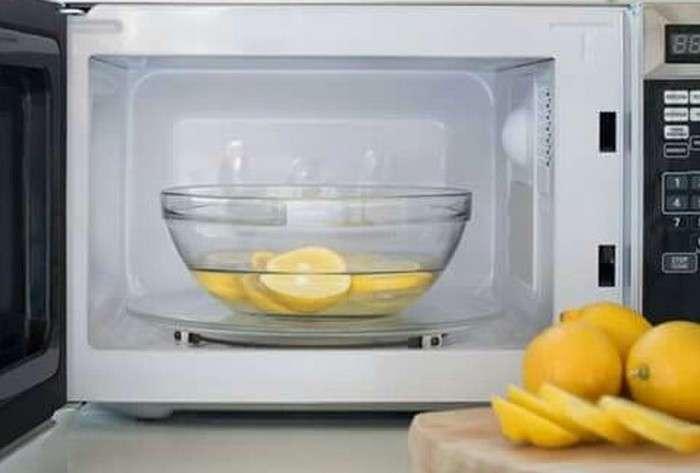 -Парниковый эффект-: как просто и эффективно очистить микроволновку от пятен еды и неприятного запаха