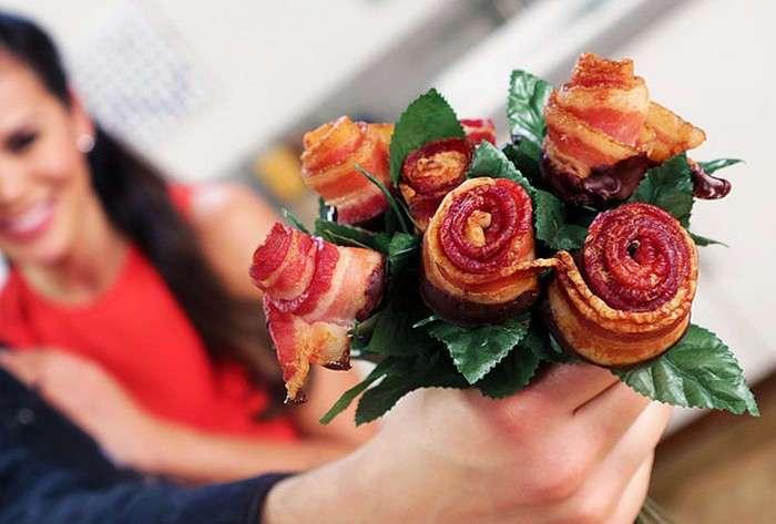 Розы из бекона: единственный букет, который порадует ещё и мужчин