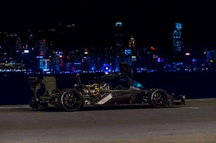 Почти как Бэтмобиль: крутой автомобиль, который ездит без водителя