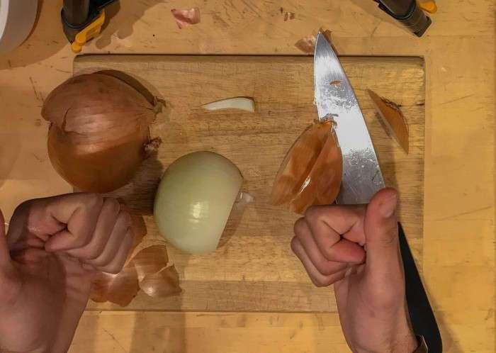 Секреты от шефа: как быстро порезать лук почти без слёз