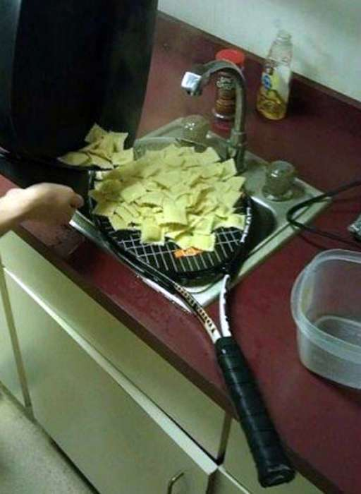 17 убойных фотографий из жизни мужчин, которые осваивают готовку