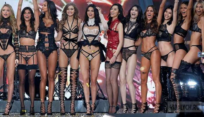 Самый соблазнительный показ женского белья в мире: Victoria's Secret в Париже (20 фото)