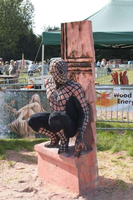 Лесная сказка: Удивительные скульптуры сделанные бензопилой