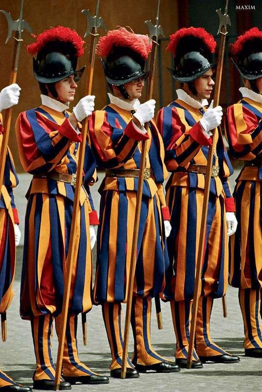 Смешные военные. Чудаковатая форма армий мира