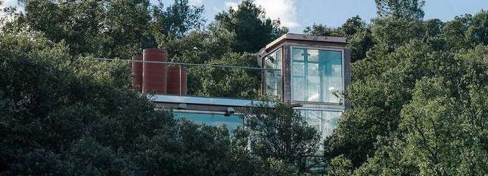 Дом из стекла возле Мадрида