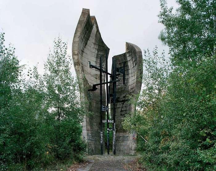 Заброшенные монументы социалистической Югославии