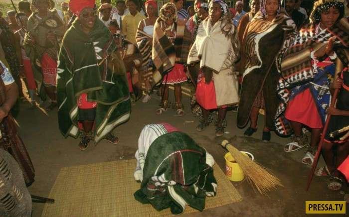 Обряд посвящения в колдуны в Южной Африке (15 фото)