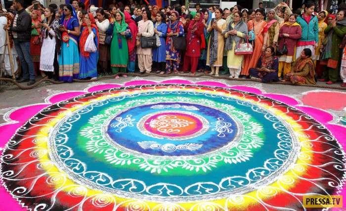 Удивительные фотографии жизни людей и событий в Индии (33 фото)