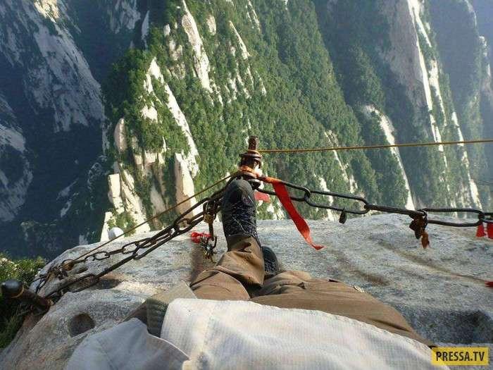 Горная тропа в Китае для любителей адреналина (11 фото)