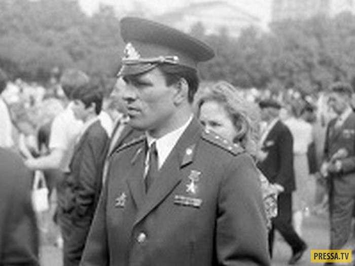 Герой в мирное время, который предотвратил угон самолета и был забыт (6 фото)
