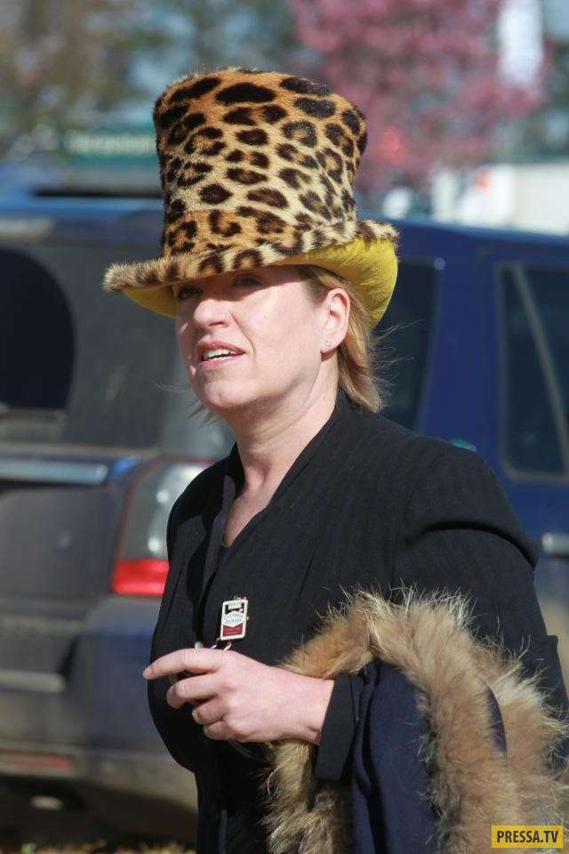 Ежегодные скачки в Челтнеме - женский день (40 фото)