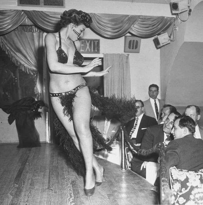 Атмосфера стриптиз-клубов прошлого
