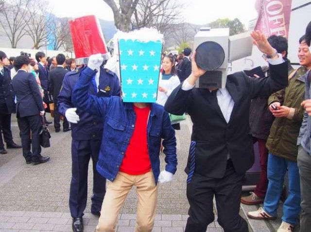 Получение диплома об окончании университета по-японски