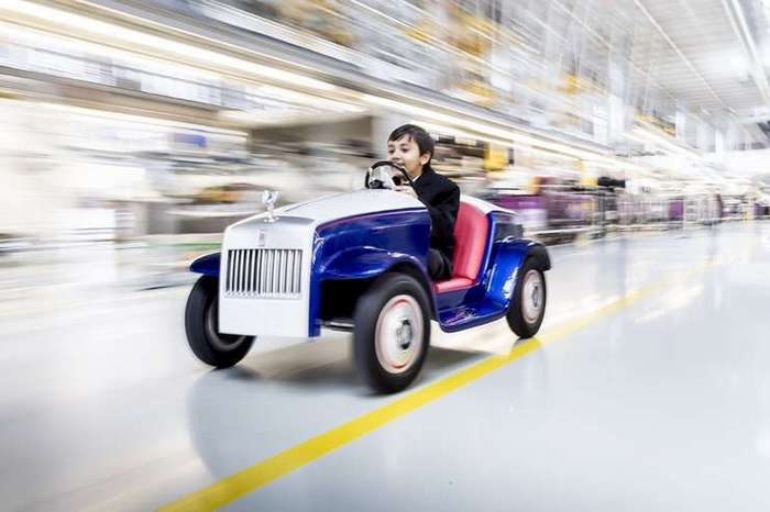 Rolls-Royce создал очень маленький электромобиль (3 фото)